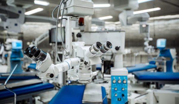 Procedura sieciowania włókien kolagenowych rogówki (z ang. Cross-Linking) to nowoczesna i mało inwazyjna metoda w leczeniu stożka rogówki.